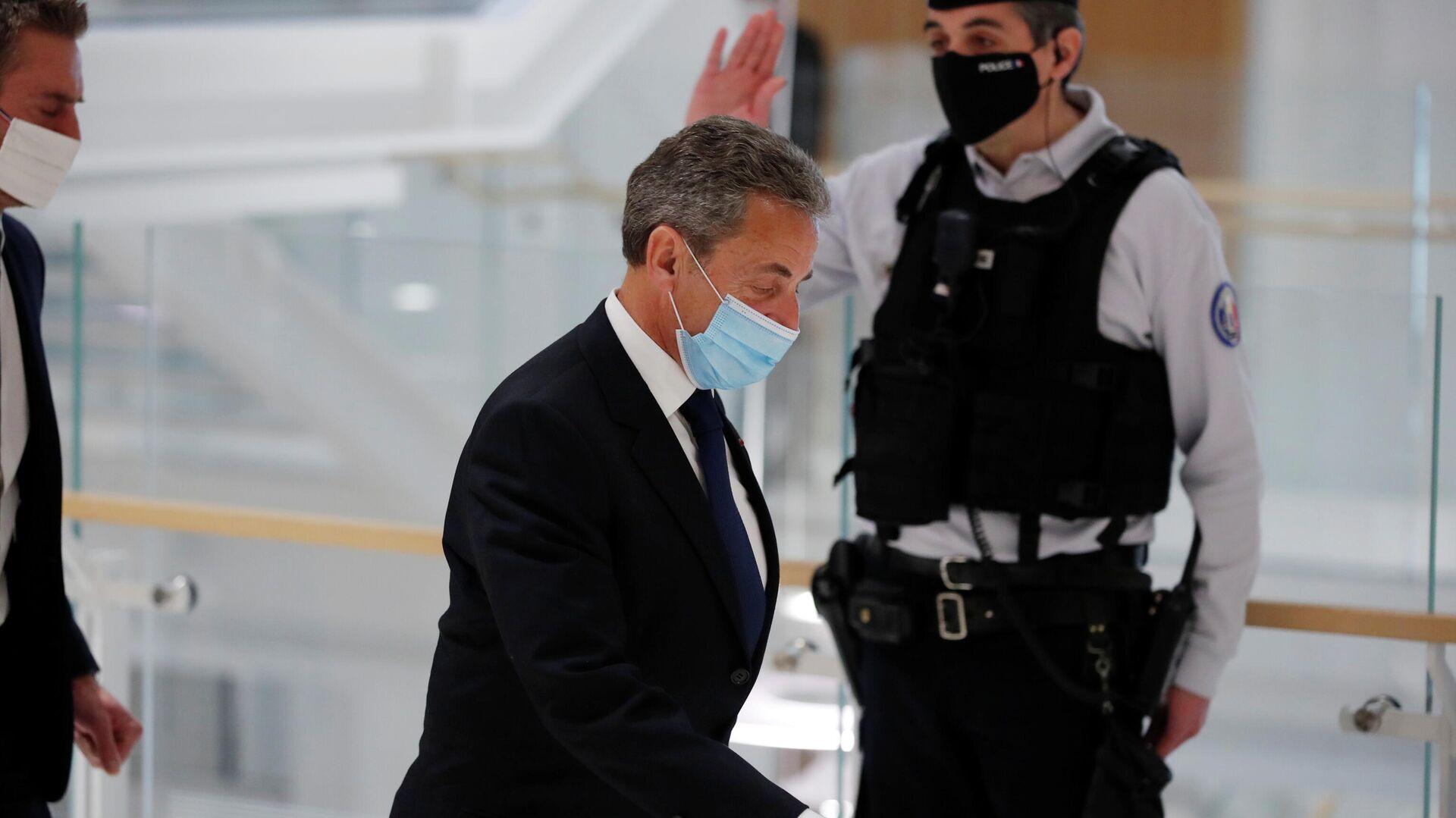 Бывший президент Франции Николя Саркози в здании суда после вынесения приговора - РИА Новости, 1920, 01.03.2021