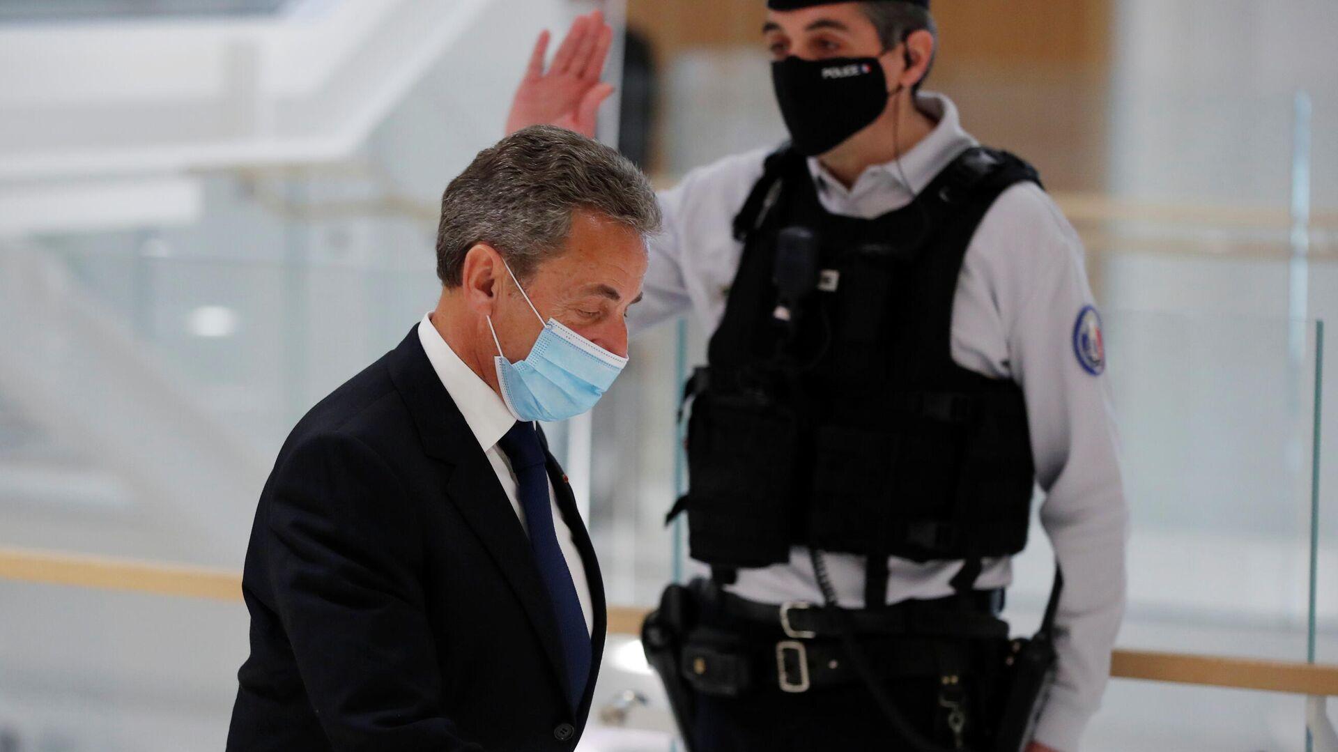 Бывший президент Франции Николя Саркози в здании суда после вынесения приговора - РИА Новости, 1920, 02.03.2021