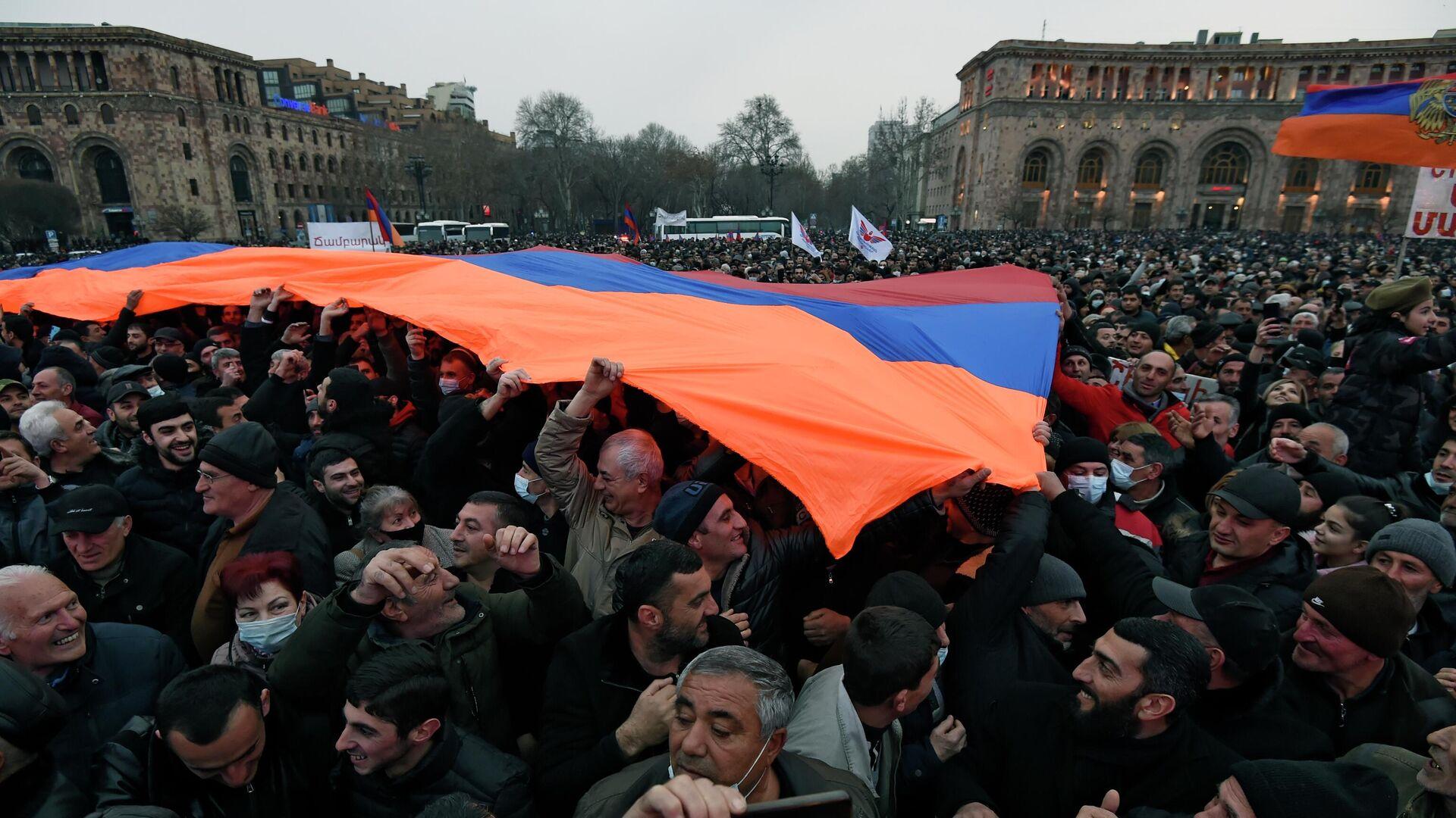 Акция сторонников премьер-министра Армении Никола Пашиняна в Ереване - РИА Новости, 1920, 01.03.2021