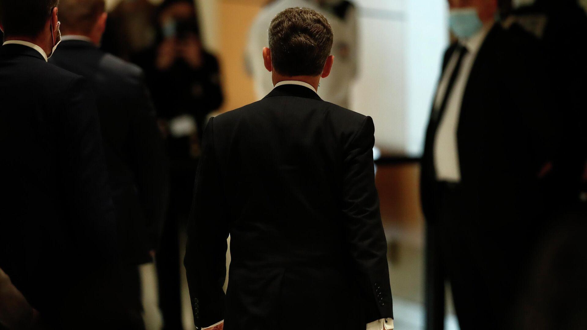 Бывший президент Франции Николя Саркози выходит из здания суда в Париже  - РИА Новости, 1920, 17.06.2021