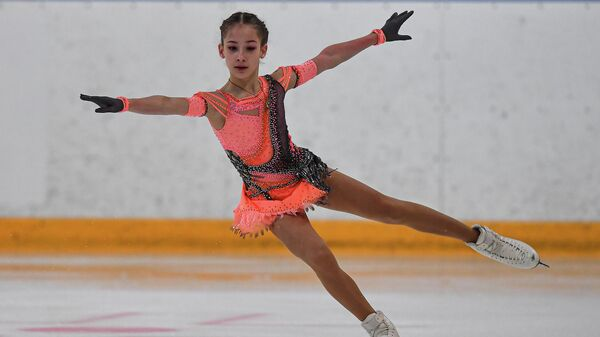 Софья Акатьева в короткой программе на I этапе Кубка России - Ростелеком по фигурному катанию в Сызрани.