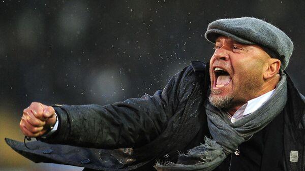 Lecce's coach Serse Cosmi celebrates at the end of the italian serie A football match Lecce vs InterMilan at Via del Mare stadium in Lecce on January 29, 2012. Lecce won the match 1-0.  AFP PHOTO / ALBERTO PIZZOLI (Photo by ALBERTO PIZZOLI / AFP)