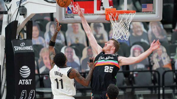 Игровой момент матча НБА Бруклин - Сан-Антонио