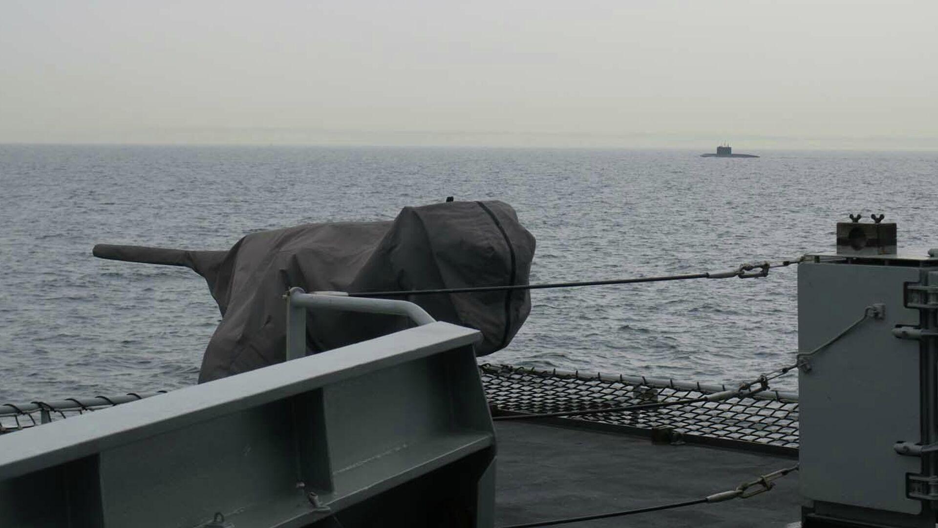 Патрульный корабль ВМС Великобритании HMS Mersey отслеживает российскую подводную лодку в Ла-Манше - РИА Новости, 1920, 02.03.2021