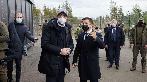 Шарль Мишель и Владимир Зеленский во время визита в Луганскую область