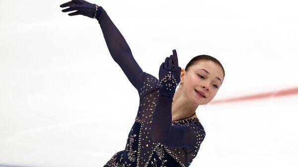 Софья Самоделкина выступает с короткой программой в финале Кубка России по фигурному катанию в Москве.