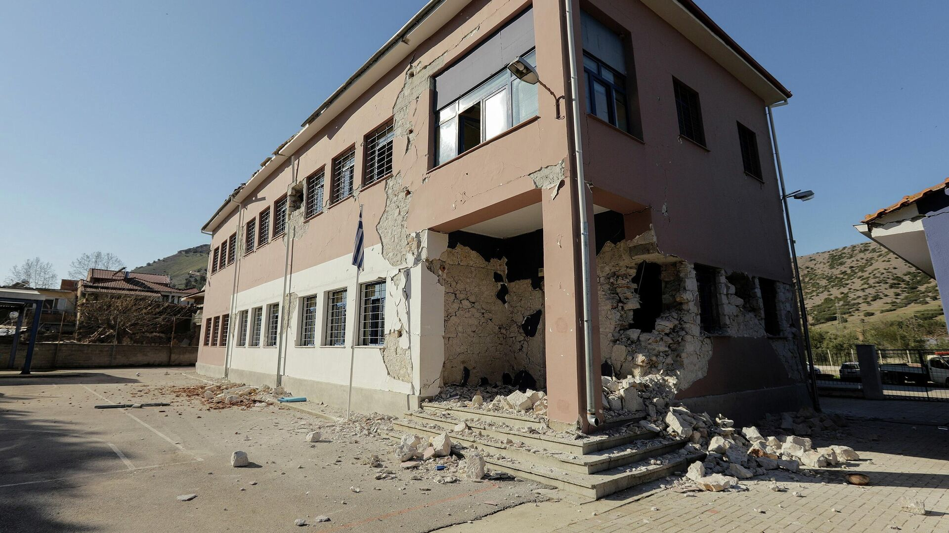 Последствия землетрясения в районе Дамаси, Греция. 4 марта 2021 - РИА Новости, 1920, 03.03.2021