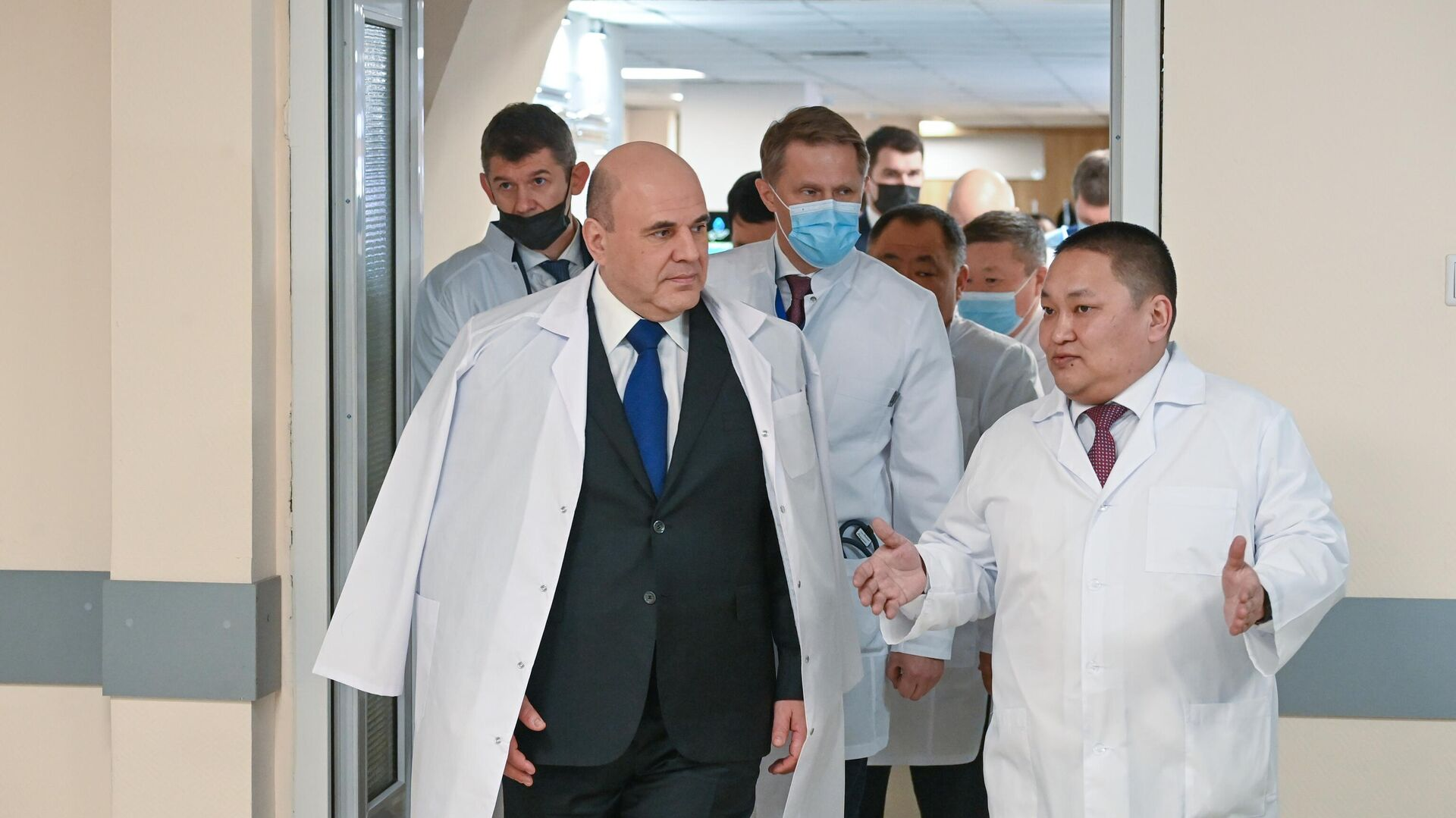 Председатель правительства РФ Михаил Мишустин во время посещения терапевтического корпуса Республиканской больницы № 1 в Кызыле - РИА Новости, 1920, 04.03.2021