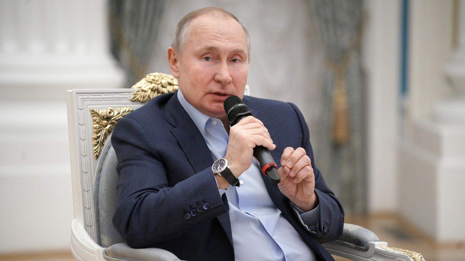 Президент РФ Владимир Путин проводит встречу с участниками общероссийской акции взаимопомощи Мы вместе в Кремле - РИА Новости, 1920, 04.03.2021