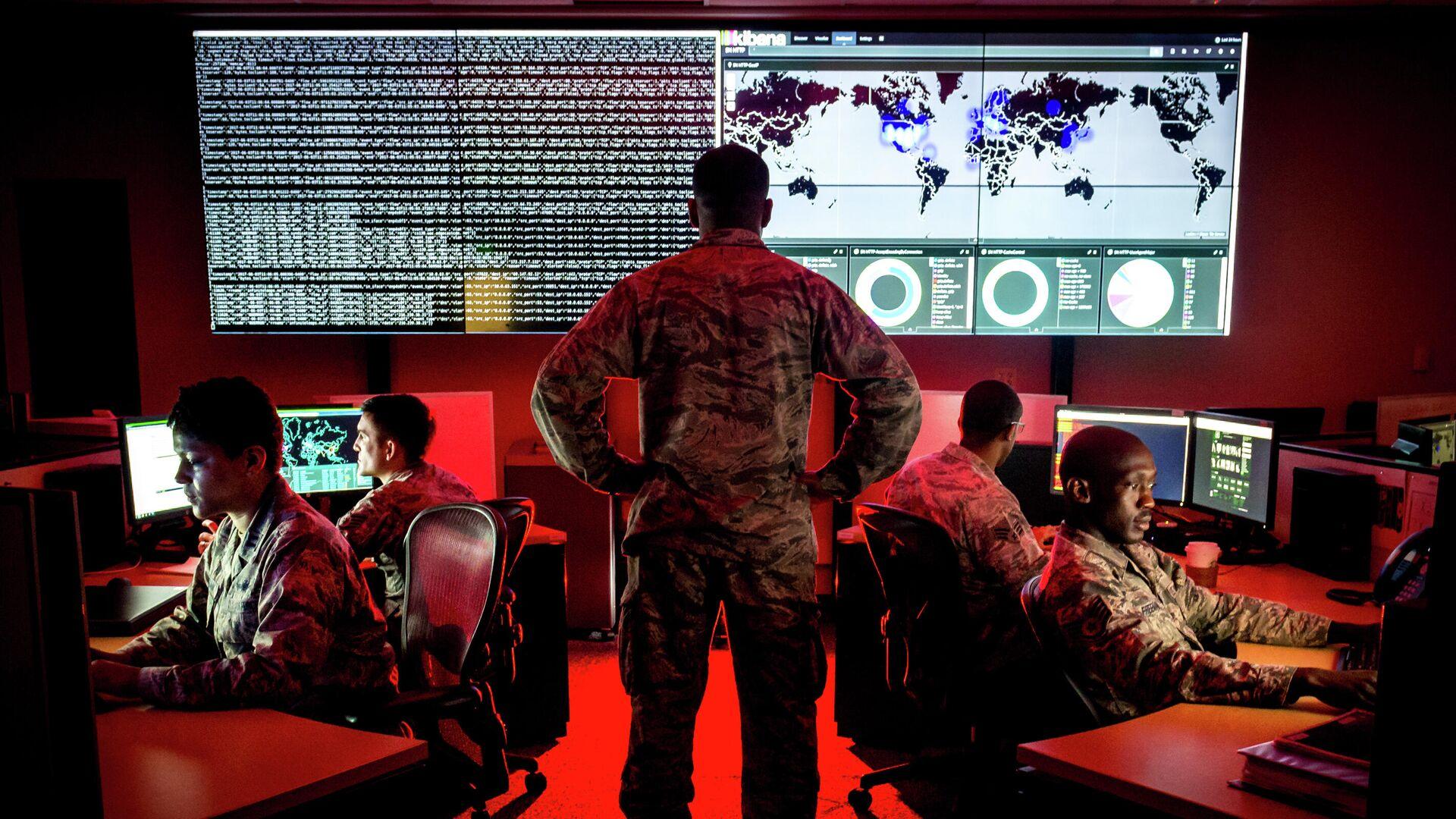 Военнослужащие 175-й группы по операциям в киберпространстве армии США на авиабазе Warfield в штате Винсконсин - РИА Новости, 1920, 29.03.2021