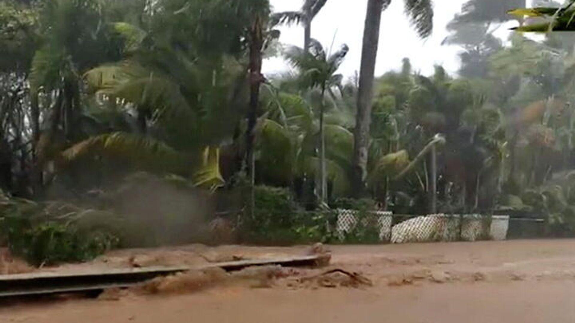 Затопленная дорога возле дамбы Каупакалуа, Гавайи - РИА Новости, 1920, 09.03.2021