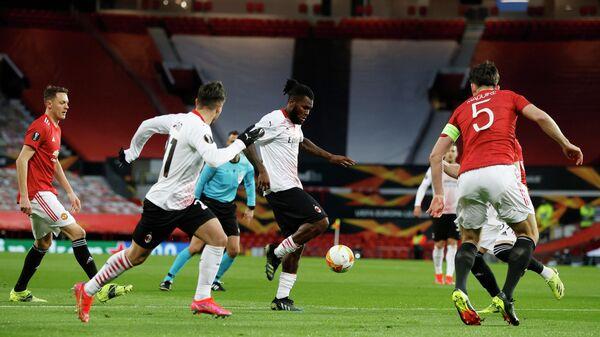 Игровой момент матча Милан - Манчестер Юнайтед