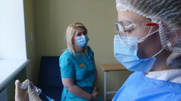 Вакцинация против COVID-19 препаратом Oxford/AstraZeneca в Ивано-Франковской области Украины