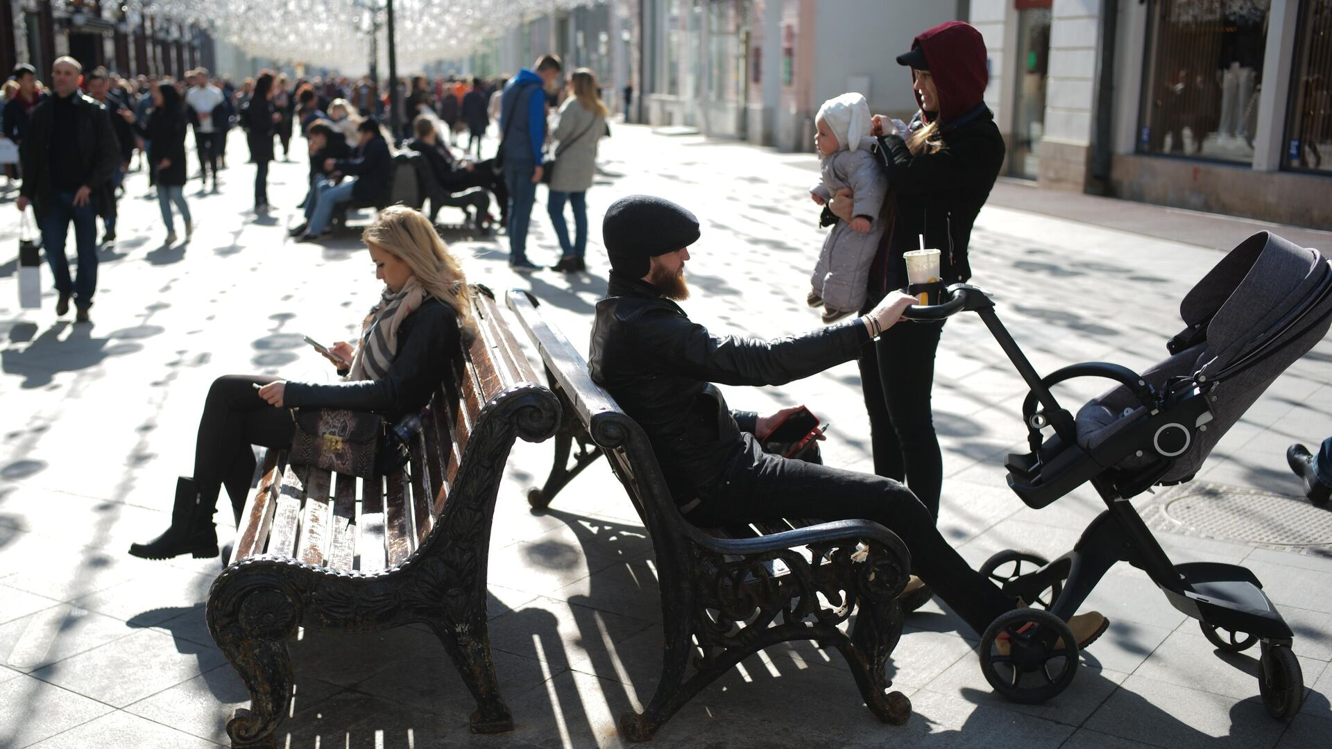 Люди на Никольской улице в Москве - РИА Новости, 1920, 16.03.2021