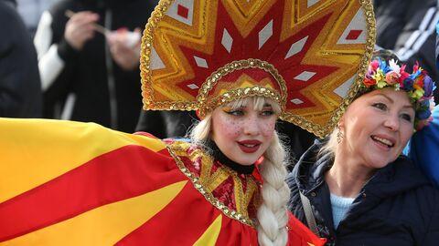 Участница празднования Масленицы в Долине Лефкадия в Краснодарском крае