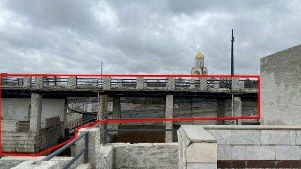 Незаконно возведенная колоннада на Поклонной горе в Москве