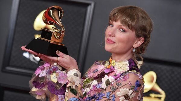 Тейлор Свифт с наградой за альбом года на 63-й ежегодной церемонии вручения премии Грэмми