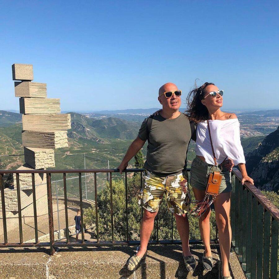 Михаил Грушевский с супругой на горе Монсеррат в Испании