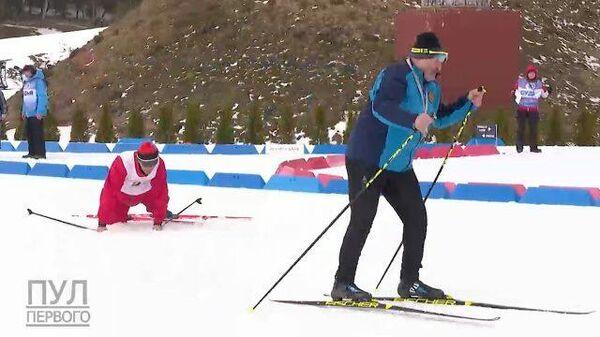 Лыжник падает на забеге с Лукашенко