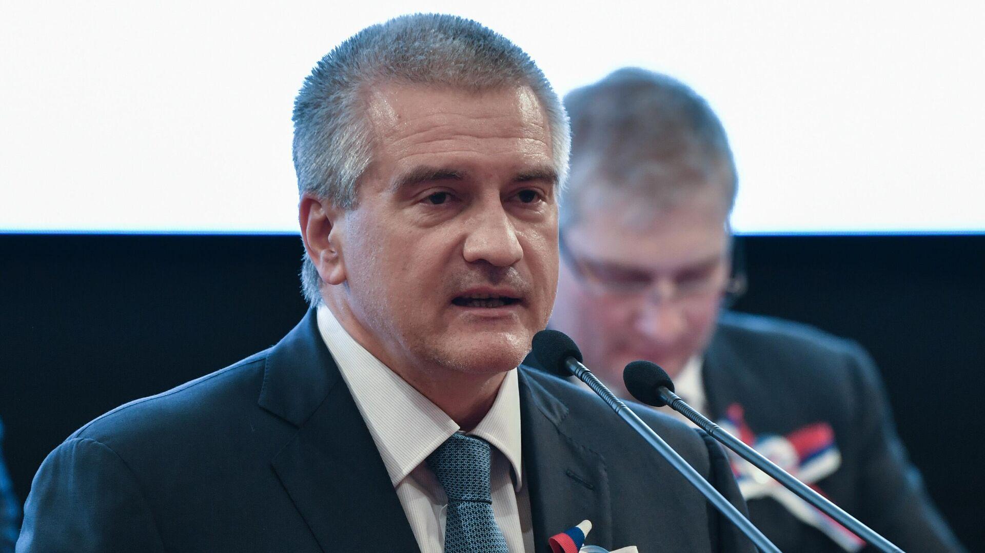 """Аксенов может """"замкнуть на себя"""" целевую федпрограмму, допустили в Крыму"""