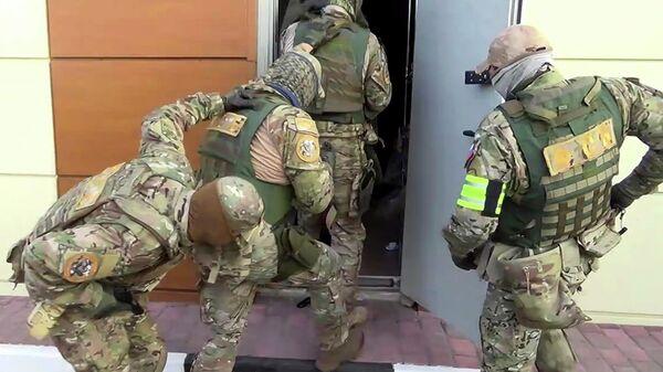 Операция по задержанию подозреваемого в подготовке теракта в Майкопе. Кадр видео