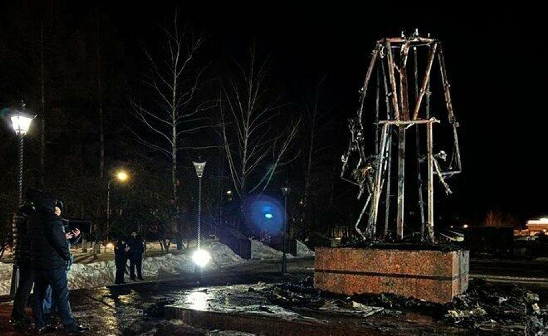 Сгоревший памятник Воину-освободителю в Заинске, Татарстан - РИА Новости, 1920, 17.03.2021