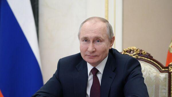 Президент РФ Владимир Путин во время встречи в режиме видеоконференции с общественностью Республики Крым и Севастополя