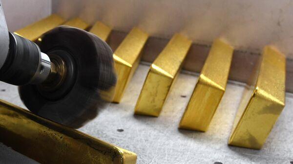 Производство золотых слитков на заводе Красцветмет