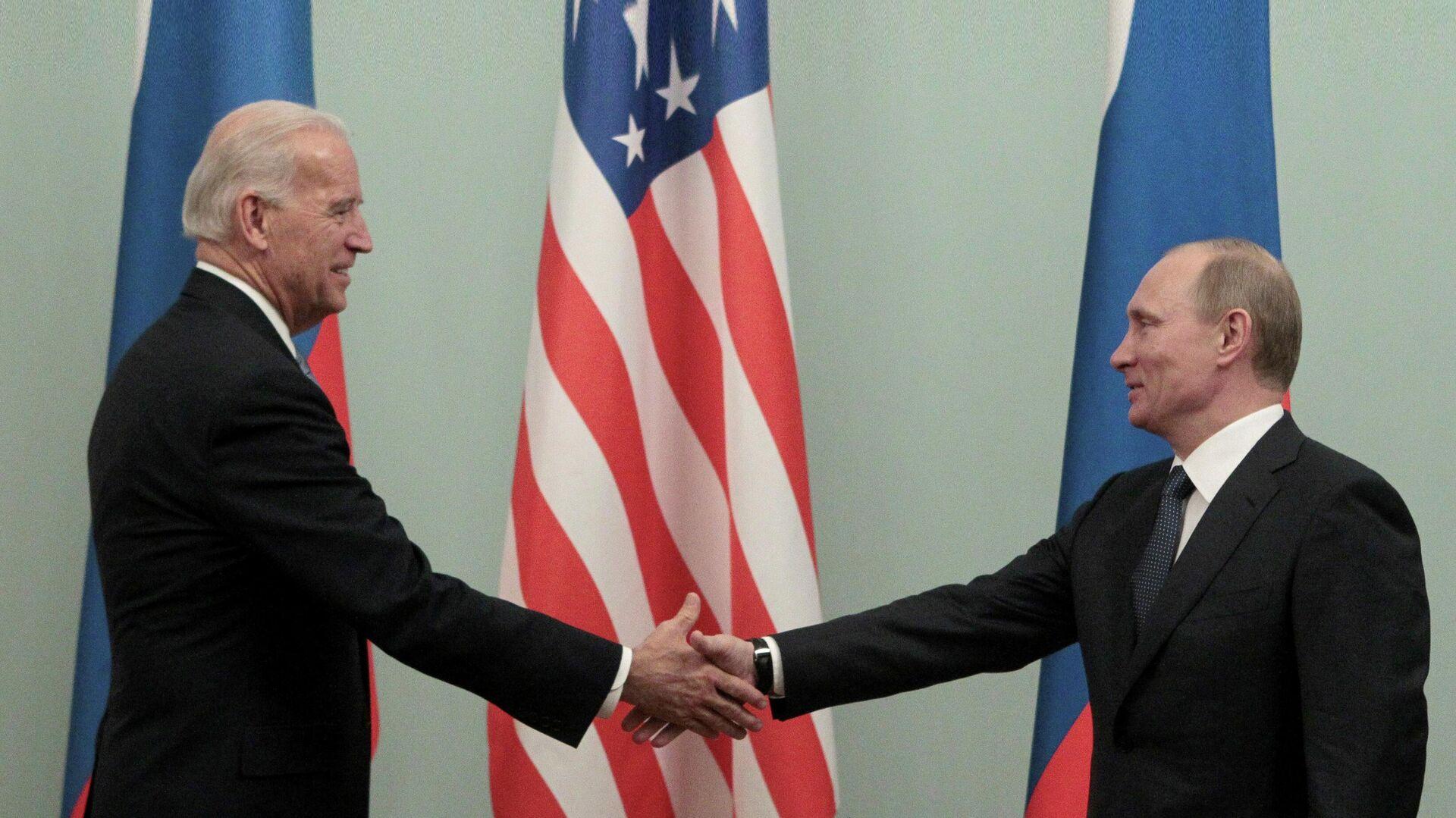 Владимир Путин и Джо Байден во время встречи в 2011 году - РИА Новости, 1920, 16.04.2021