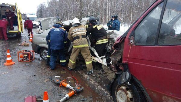 ДТП с микроавтобусом и легковым автомобилем в Вологодской области