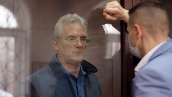 Губернатор Пензенской области Иван Белозерцев, обвиняемый во взяточничестве, на заседании Басманного суда Москвы, где рассматривается ходатайство следствия об избрании ему меры пресечения