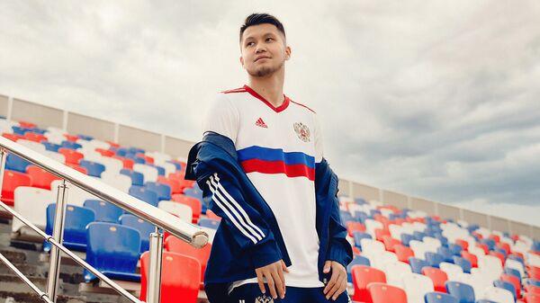 Полузащитник сборной России Ильзат Ахметов в новой форме для ЕВРО-2020
