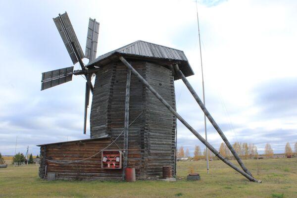 Ветряная мельница на территории архитектурно-этнографического музея-заповедника Лудорвай