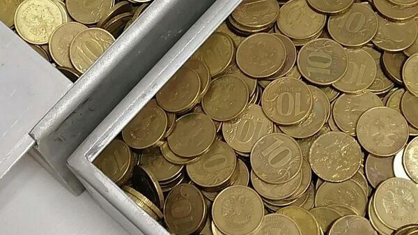 Монеты, которыми житель Северодвинска погасил долг в службе судебных приставов