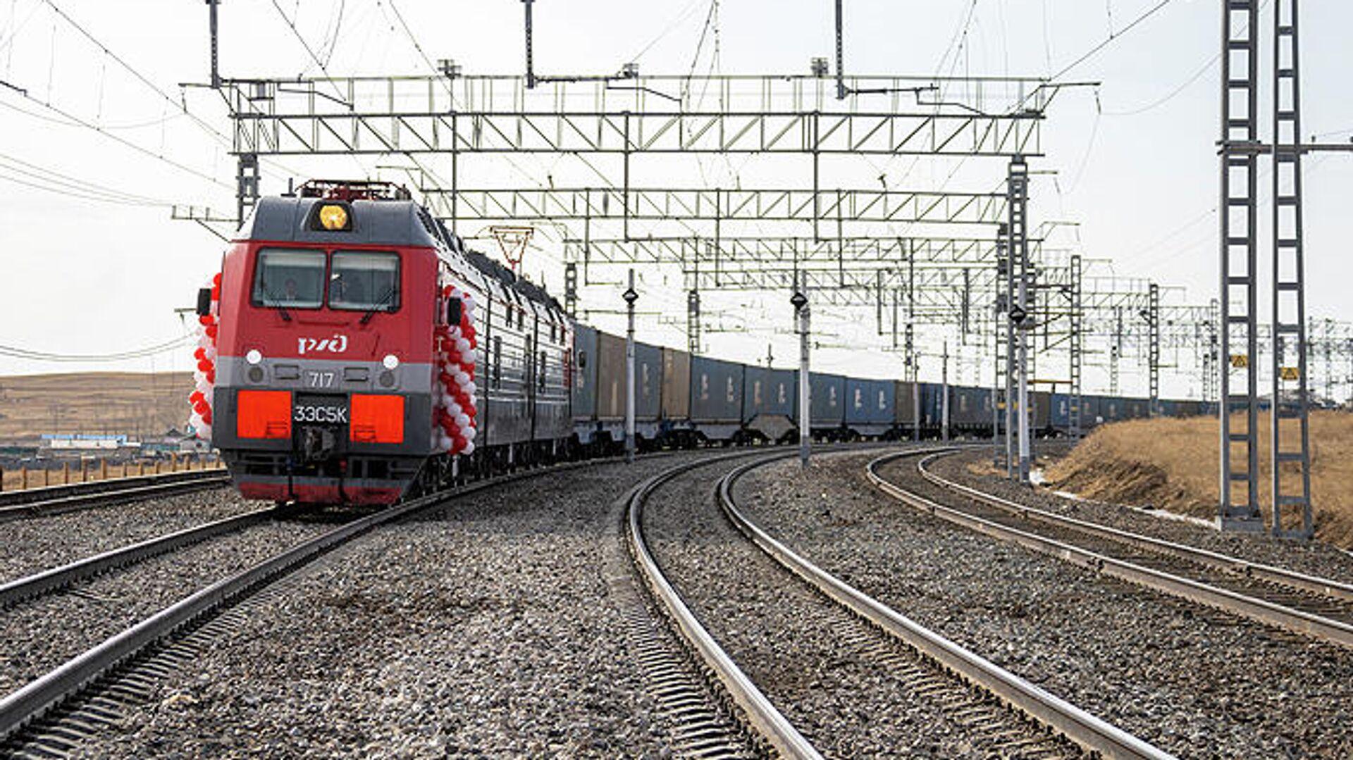 На границе с Китаем скопились поезда с углем и лесом из России