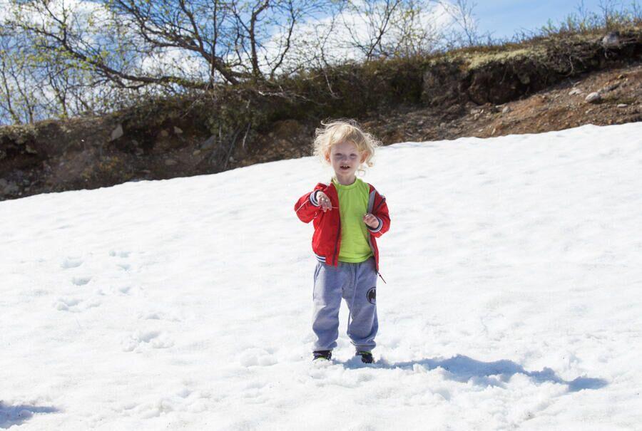 Снег в июле по дороге в Териберку