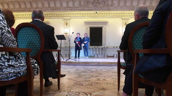 Церемония награждения государственными наградами деятелей культуры и искусства в Бетховенском зале Государственного Академического Большого театра в Москве