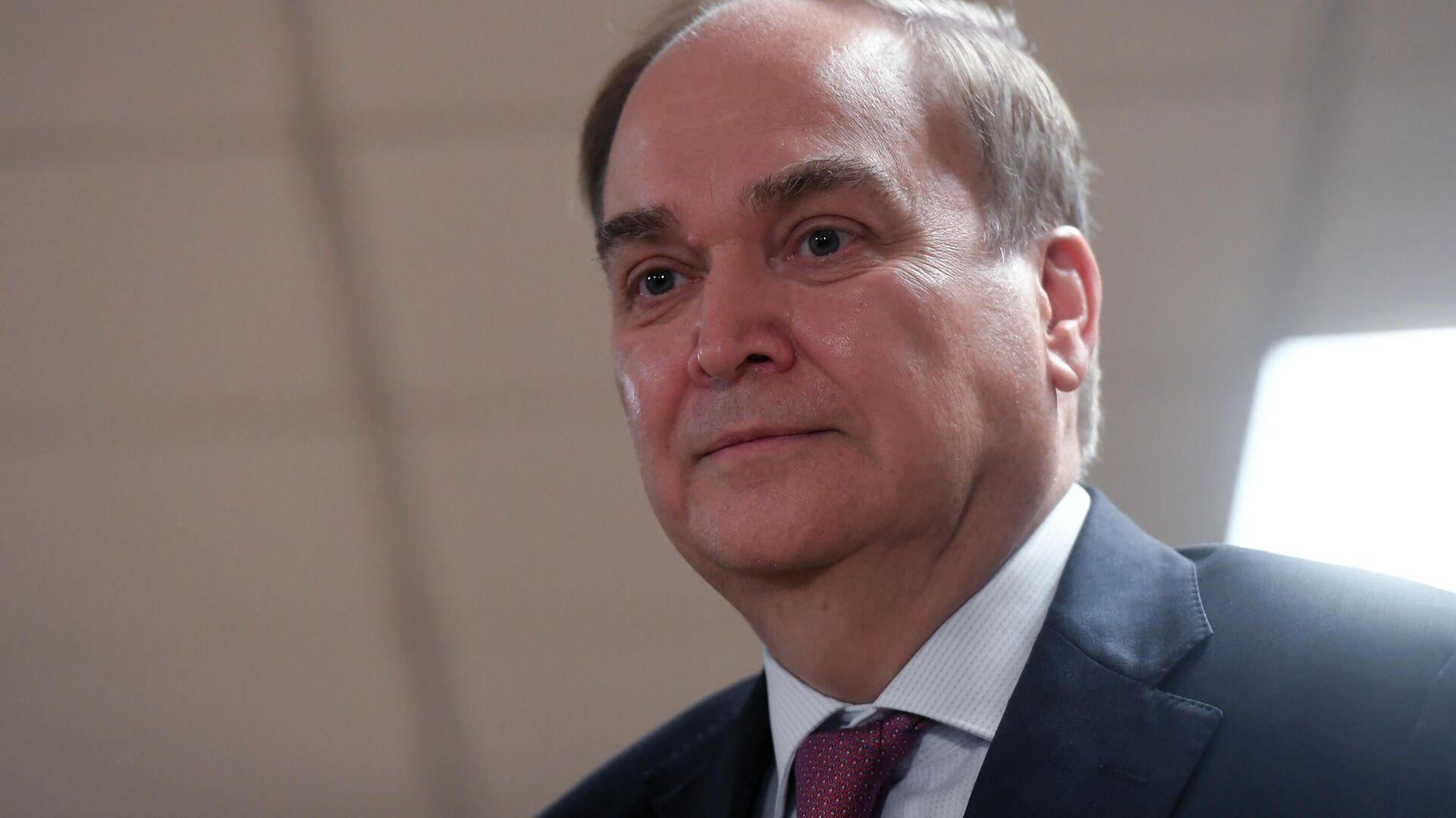 Посол РФ  с оптимистичным  настроением сегодня улетел вСША