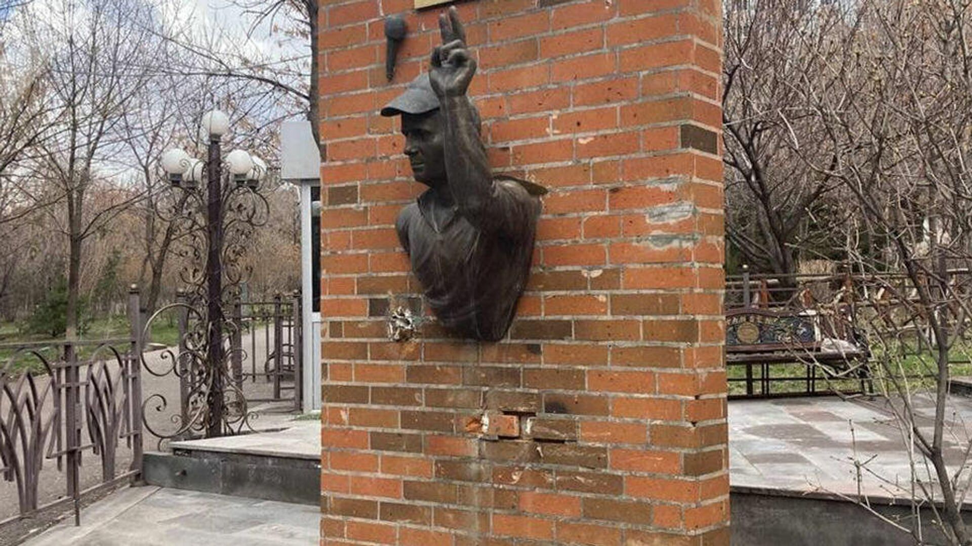 СК проверит данные об осквернении памятника псковским десантникам