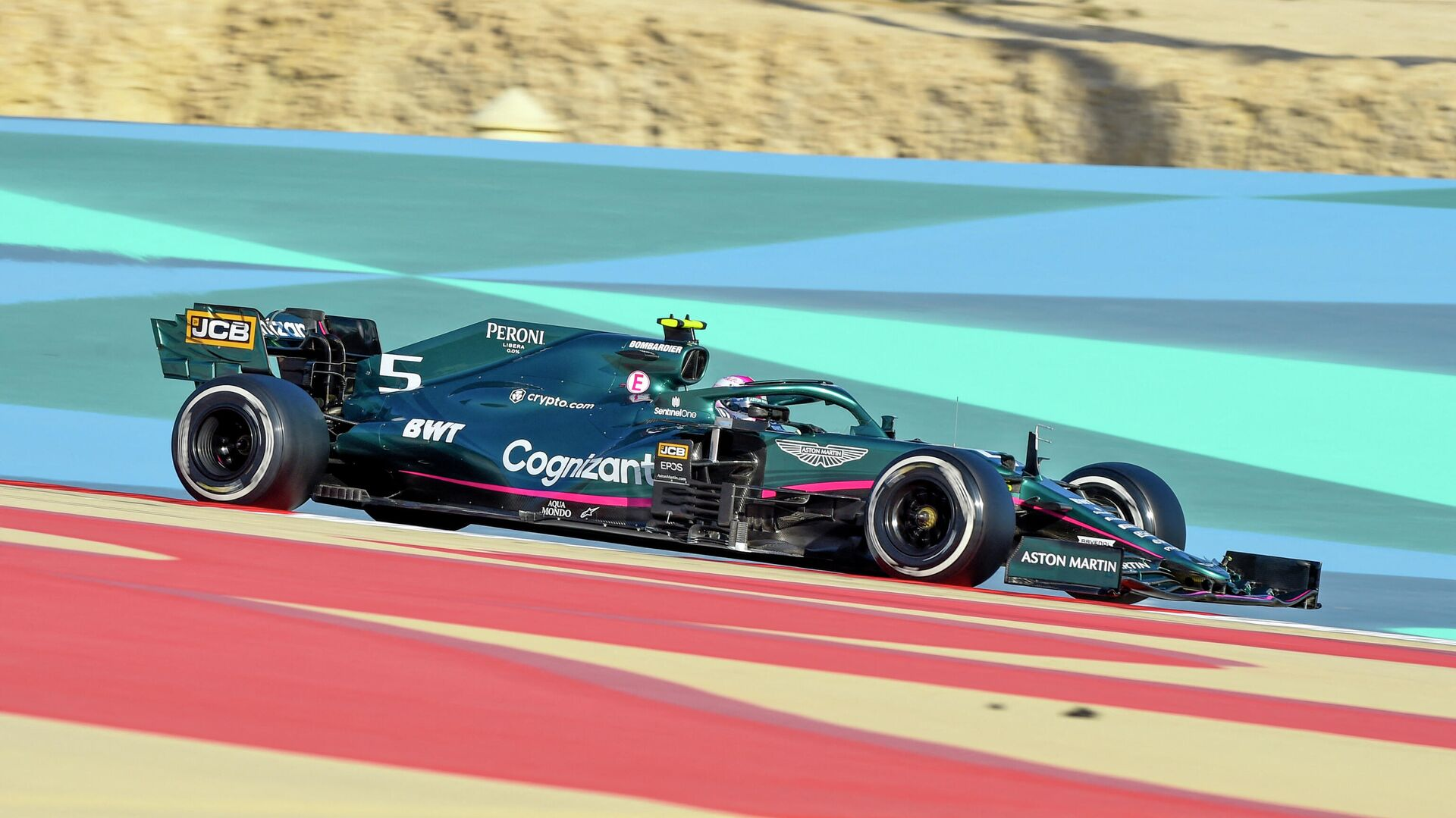 Aston Martin's German driver Sebastian Vettel drives during the third day of the Formula One (F1) pre-season testing at the Bahrain International Circuit in the city of Sakhir on March 14, 2021. (Photo by Mazen MAHDI / AFP) - РИА Новости, 1920, 25.03.2021
