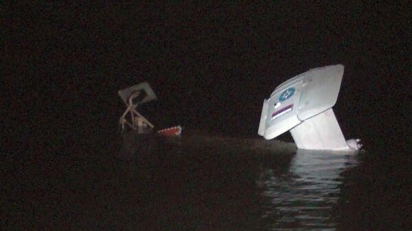 Вертолет упал в акваторию Куршского залива в Калининградской области. Кадр видео