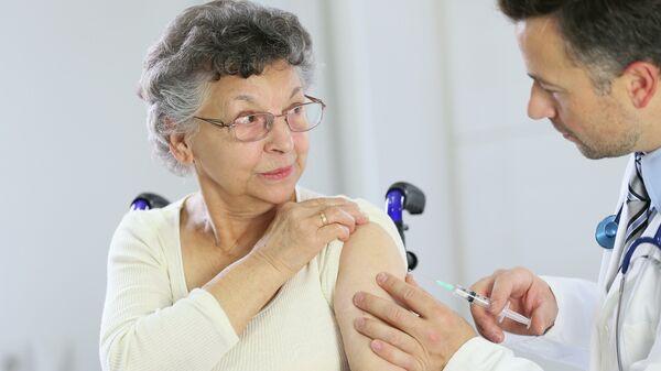Академик Зверев: вакцина - это не панацея