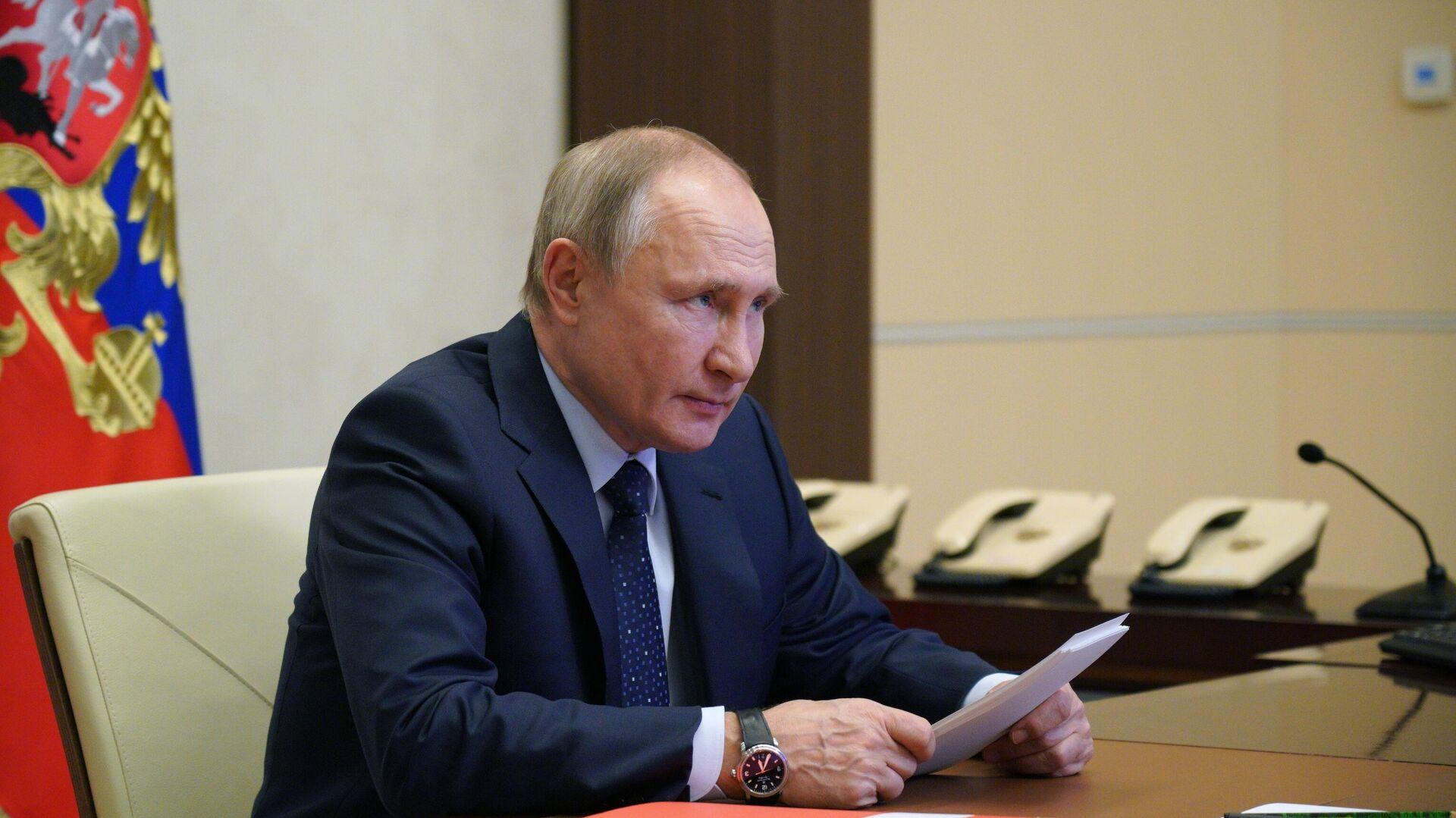 Президент РФ Владимир Путин проводит оперативное совещание с постоянными членами Совета безопасности РФ - РИА Новости, 1920, 05.04.2021
