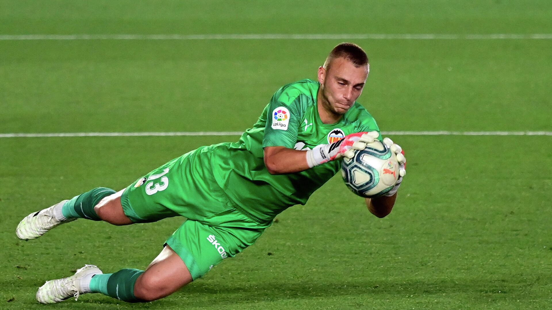 Valencia's Dutch goalkeeper Jasper Cillessen stops the ball during the Spanish league football match between Real Madrid CF and Valencia CF at the Alfredo di Stefano stadium in Valdebebas, on the outskirts of Madrid, on June 18, 2020. (Photo by JAVIER SORIANO / AFP) - РИА Новости, 1920, 26.03.2021