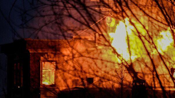 Возгорание в доме забаррикадировавшегося в Мытищах пенсионера, открывшего огонь по сотрудникам правоохранительных органов