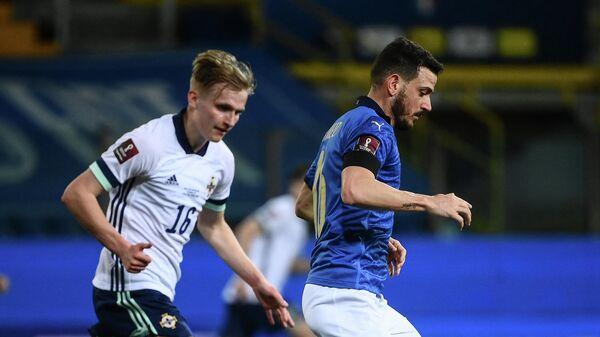 Защитник сборной Италии Алессандро Флоренци (справа)