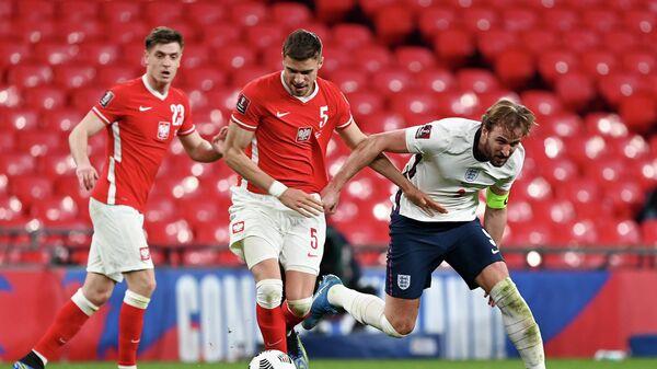 Харри Кейн (справа) в матче с Польшей