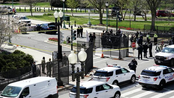Авария, в которой автомобиль въехал в полицейских на КПП Капитолия