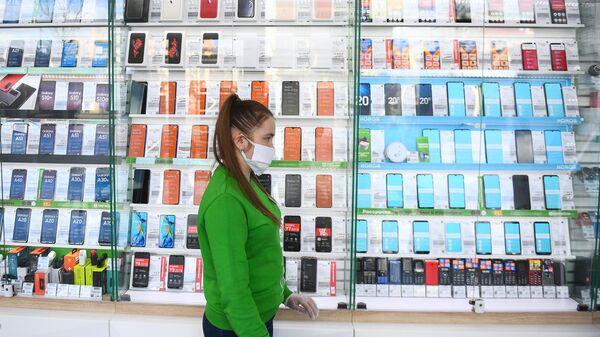 Сотрудница салона сотовой связи Мегафон в Москве