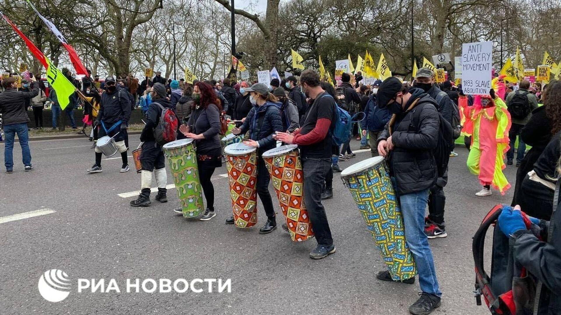 Митинг против закона о расширении полномочий сотрудников правоохранительных органов проходит в Гайд-парке, Лондон - РИА Новости, 1920, 04.04.2021